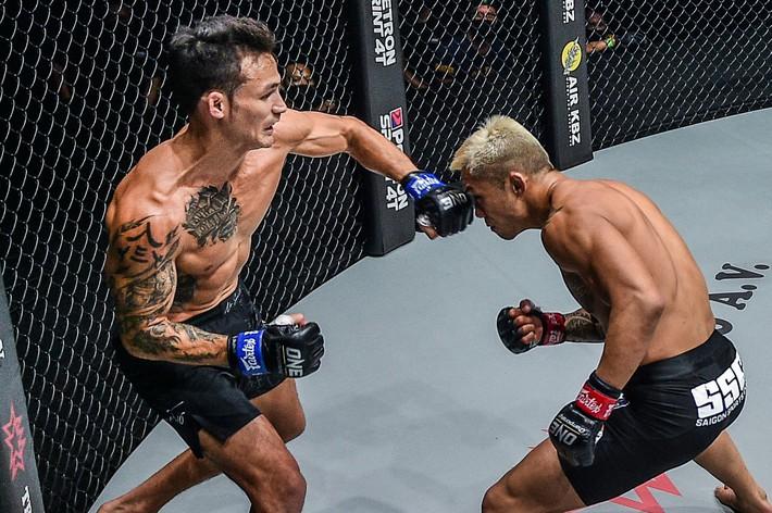Johnny Trí Nguyễn chỉ ra bí kíp giúp võ sĩ gốc Việt hạ gục Martin Nguyễn, đoạt đai vô địch thế giới - Ảnh 2.