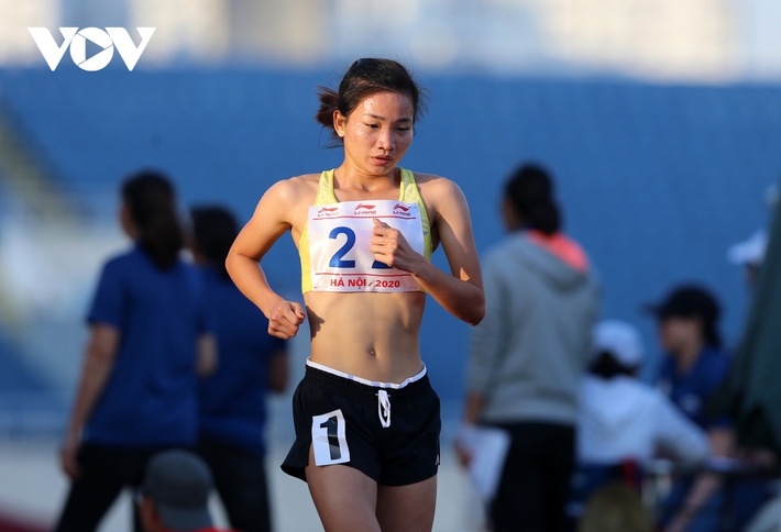Giải Vô địch Điền kinh Quốc gia 2020: Nguyễn Thị Oanh giành HCV 5000m - Ảnh 1.
