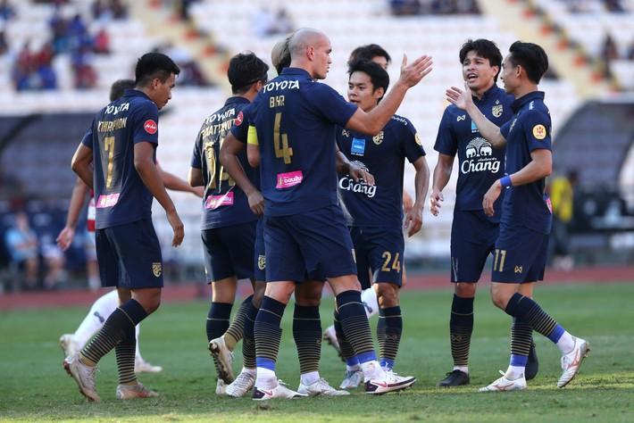 Hậu vệ gốc Việt đá chính, ĐT Thái Lan đánh rơi chiến thắng ở phút cuối - Ảnh 1.