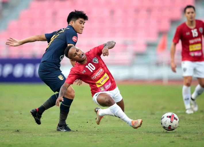 Hậu vệ gốc Việt đá chính, ĐT Thái Lan đánh rơi chiến thắng ở phút cuối - Ảnh 2.