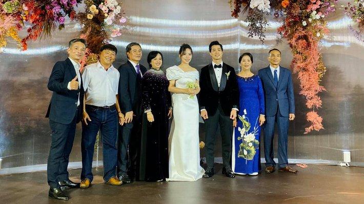 Đám cưới Công Phượng - Viên Minh: HLV Park Hang-seo rạng rỡ ở đám cưới của học trò - Ảnh 13.