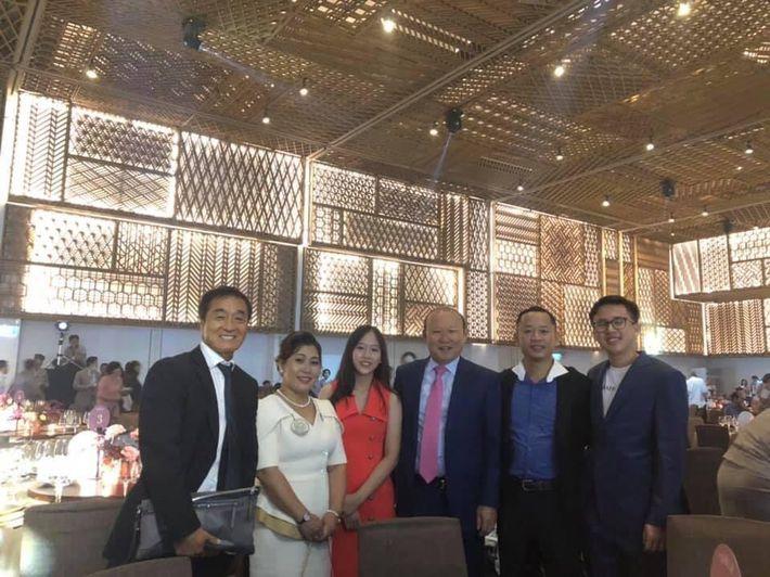 Đám cưới Công Phượng - Viên Minh: HLV Park Hang-seo rạng rỡ ở đám cưới của học trò - Ảnh 4.