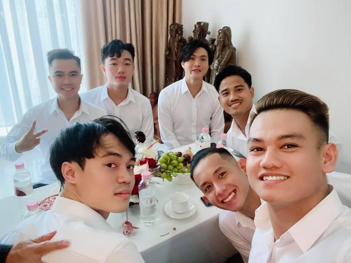 Xuân Trường, Văn Toàn có tên trong đội ngũ bê tráp của đám cưới Công Phượng - Ảnh 1.