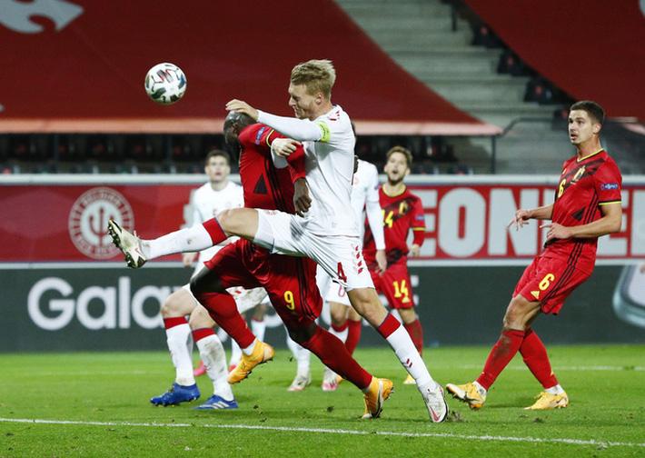 Người nhện Courtois phá lưới nhà, Bỉ vượt Đan Mạch giành vé vàng bán kết Nations League - Ảnh 1.