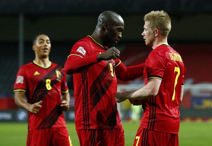 Người nhện Courtois phá lưới nhà, Bỉ vượt Đan Mạch giành vé vàng bán kết Nations League - Ảnh 4.