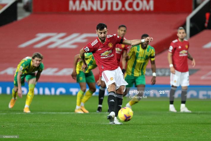 Man United thắng chật vật nhờ penalty; Mourinho hạ gục Pep bằng đòn hiểm - Ảnh 2.