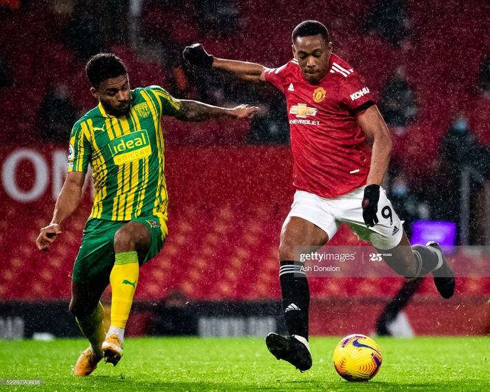 Man United thắng chật vật nhờ penalty; Mourinho hạ gục Pep bằng đòn hiểm - Ảnh 3.