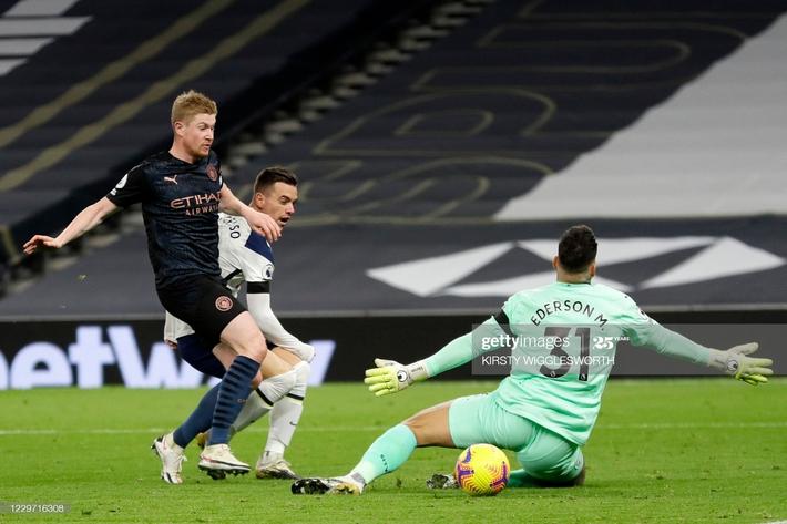 Man United thắng chật vật nhờ penalty; Mourinho hạ gục Pep bằng đòn hiểm - Ảnh 5.