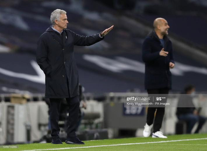 Man United thắng chật vật nhờ penalty; Mourinho hạ gục Pep bằng đòn hiểm - Ảnh 6.