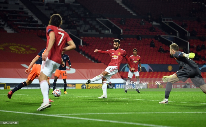 Phủ đầu như sấm vang chớp giật, Man United nhấn chìm đối thủ trong mưa bàn thắng - Ảnh 1.