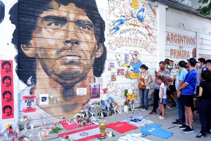Đất nước Argentina chìm trong biển nước mắt tiếc thương Maradona - Ảnh 1.