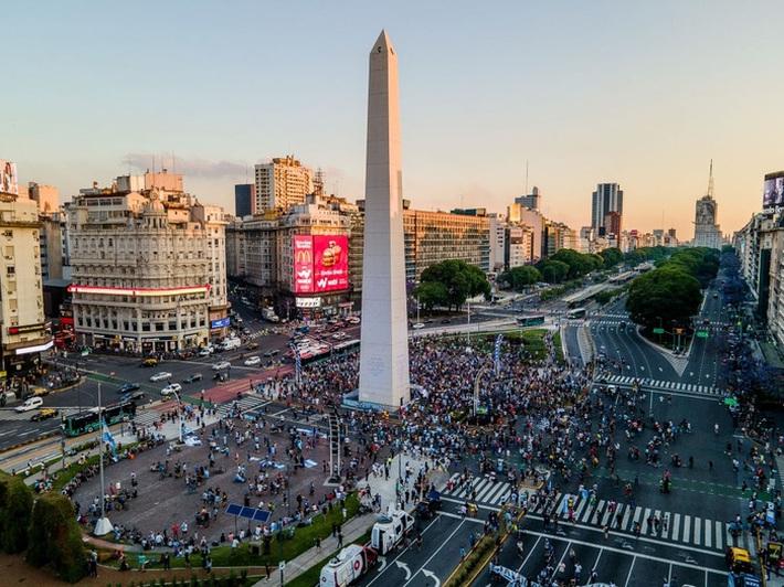 Đất nước Argentina chìm trong biển nước mắt tiếc thương Maradona - Ảnh 2.