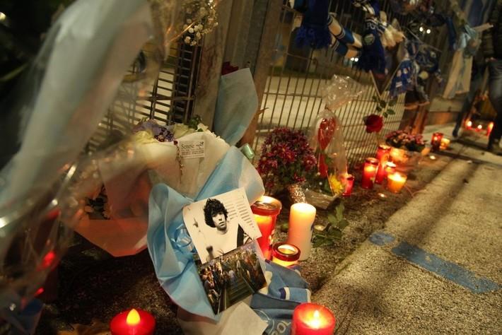 Đất nước Argentina chìm trong biển nước mắt tiếc thương Maradona - Ảnh 12.
