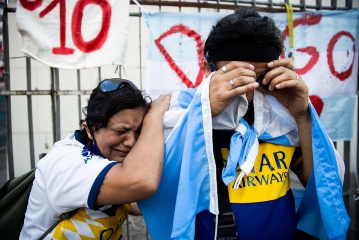 Đất nước Argentina chìm trong biển nước mắt tiếc thương Maradona - Ảnh 4.
