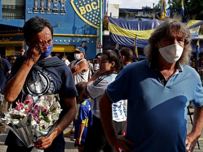 Đất nước Argentina chìm trong biển nước mắt tiếc thương Maradona - Ảnh 7.