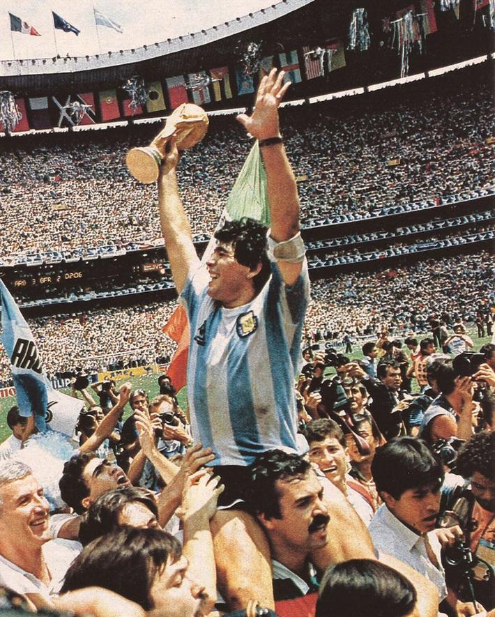 Diego Maradona có thực sự vĩ đại và tốt hơn Messi hay Ronaldo? - Ảnh 1.