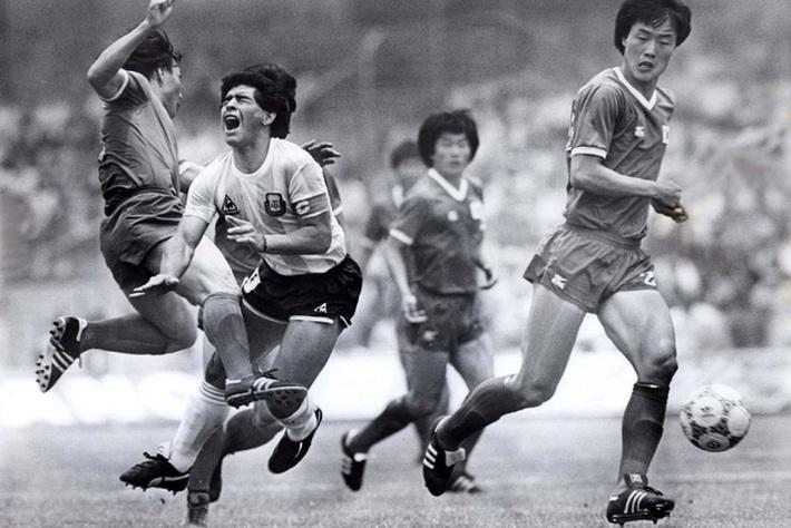 Diego Maradona có thực sự vĩ đại và tốt hơn Messi hay Ronaldo? - Ảnh 2.