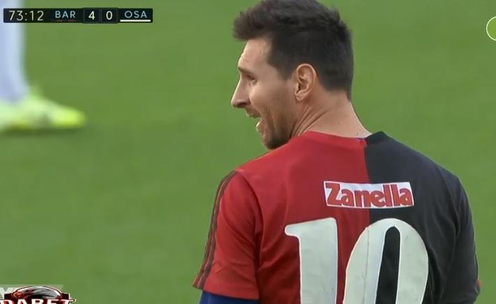 Lập siêu phẩm mãn nhãn, Messi có hành động đặc biệt làm người hâm mộ phải xúc động - Ảnh 1.