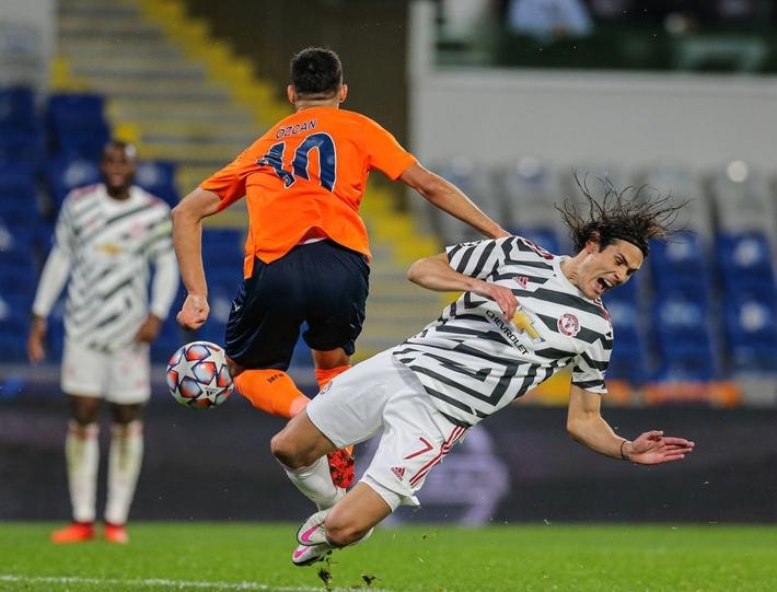 Dính đòn từ chân sút từng khiến Liverpool hận thiên thu, Man United lại gục ngã đau đớn - Ảnh 2.