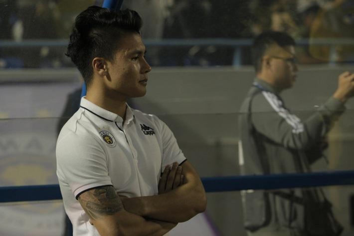 Quang Hải buồn bã, cầu thủ Hà Nội FC nín thở chờ đợi rồi phải nhận quả đắng từ Viettel - Ảnh 5.