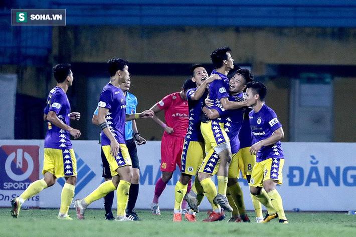 V.League xứng lửa thử vàng, đã đến lúc HLV Park Hang-seo phải khó xử với bầu Đức rồi - Ảnh 2.