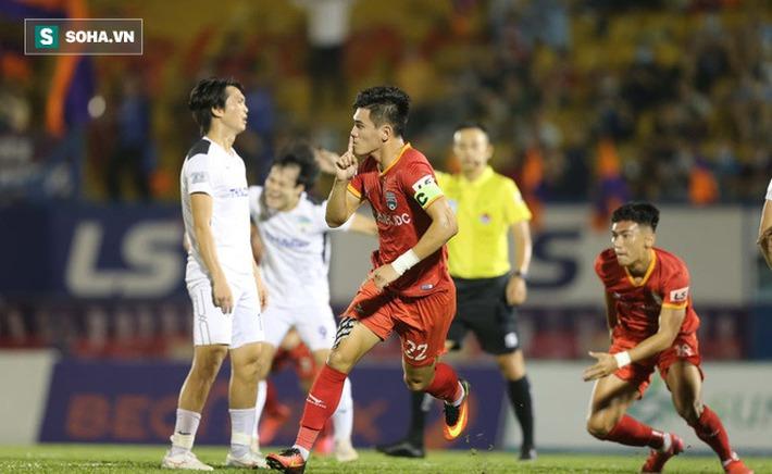 V.League xứng lửa thử vàng, đã đến lúc HLV Park Hang-seo phải khó xử với bầu Đức rồi - Ảnh 3.
