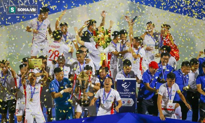 Viettel nhận thưởng vô địch 9 tỷ đồng, góp 2 tỷ cho miền Trung, hứa về trách nhiệm quốc gia - Ảnh 1.