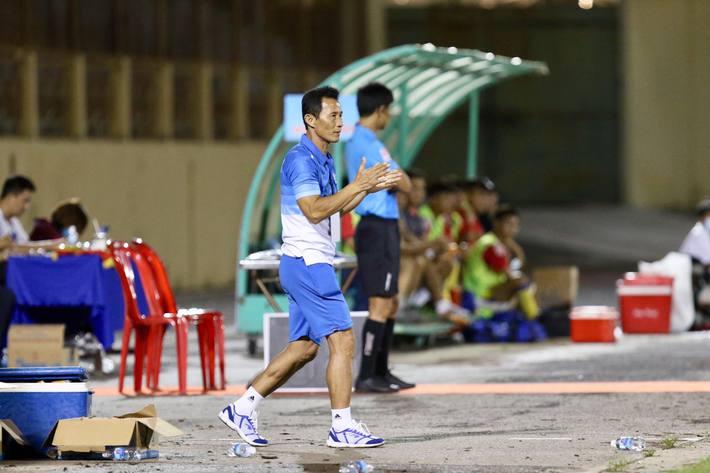 HLV Việt bức xúc đập bàn, tiết lộ nhiều chi tiết nhạy cảm của đội nhà - Ảnh 1.