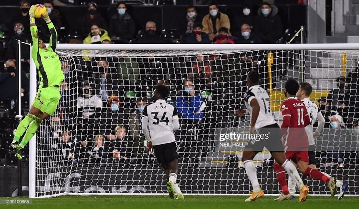 Liverpool bất lực trước thủ thành gốc Đông Nam Á; Arsenal tiến gần nhóm xuống hạng - Ảnh 1.