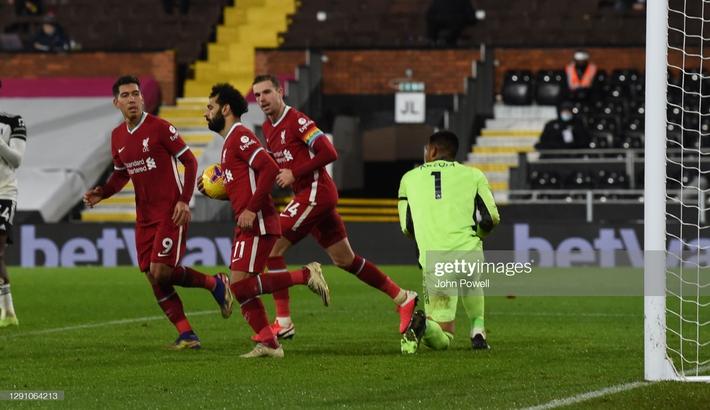 Liverpool bất lực trước thủ thành gốc Đông Nam Á; Arsenal tiến gần nhóm xuống hạng - Ảnh 2.