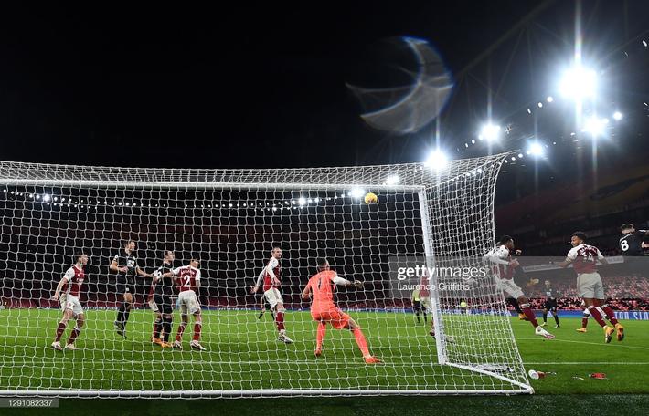 Liverpool bất lực trước thủ thành gốc Đông Nam Á; Arsenal tiến gần nhóm xuống hạng - Ảnh 4.
