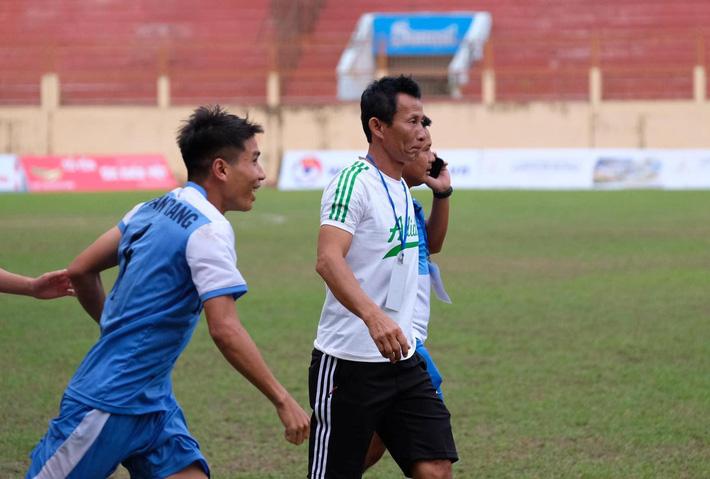 Bỏ tiền túi đào tạo cầu thủ vừa lên U22 Việt Nam, HLV ấm ức khi mất trắng cho Sài Gòn FC - Ảnh 2.