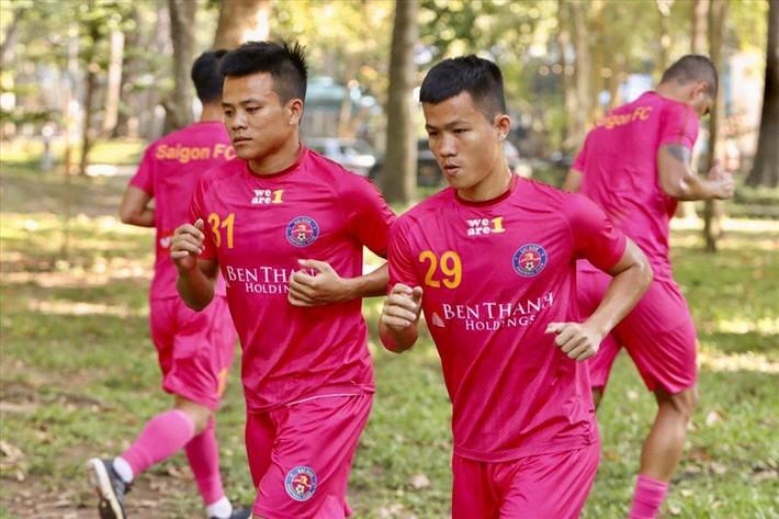 Bỏ tiền túi đào tạo cầu thủ vừa lên U22 Việt Nam, HLV ấm ức khi mất trắng cho Sài Gòn FC - Ảnh 1.