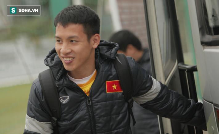 Anh Đức bất ngờ xuất hiện ở sân tập của ĐT Việt Nam, trò chuyện rất lâu với thầy Park - Ảnh 6.