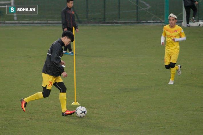 Anh Đức bất ngờ xuất hiện ở sân tập của ĐT Việt Nam, trò chuyện rất lâu với thầy Park - Ảnh 5.