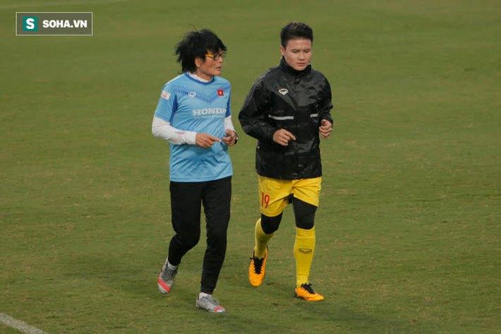 Anh Đức bất ngờ xuất hiện ở sân tập của ĐT Việt Nam, trò chuyện rất lâu với thầy Park - Ảnh 7.
