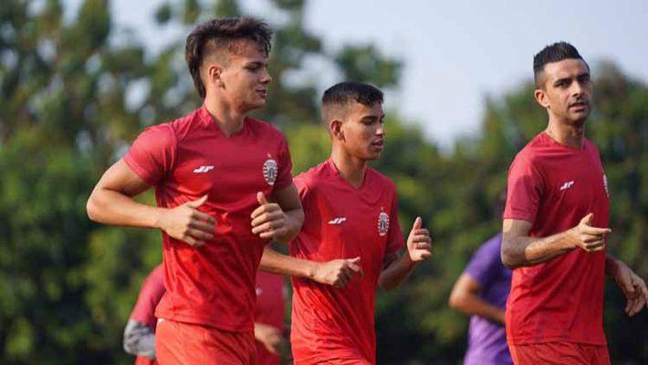 Bóng đá Indonesia nhận thêm khó khăn vì Covid-19 - Ảnh 1.