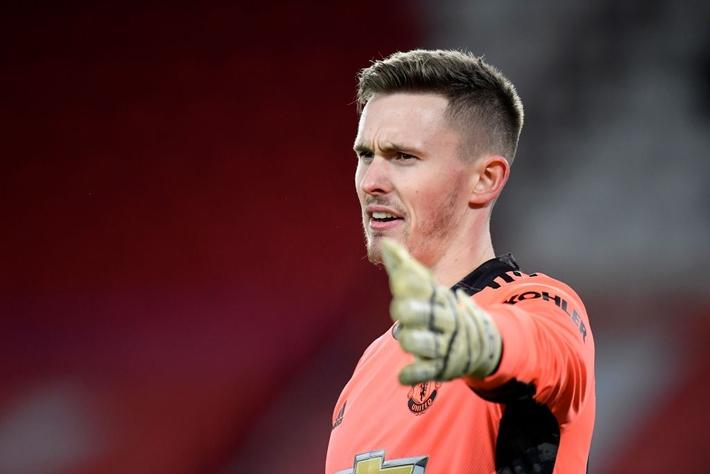 Hàng thủ lại tấu hài, Man Utd thắng thót tim để tiến sát cuộc đua vô địch Ngoại hạng Anh - Ảnh 3.