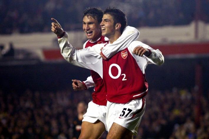 Ngày này năm xưa: Cesc Fabregas đi vào lịch sử Arsenal - Ảnh 1.