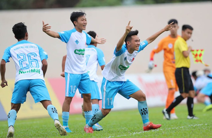 Giành chiến thắng sít sao, đội bóng bầu Đức vào chung kết SV-League 2020 - Ảnh 1.