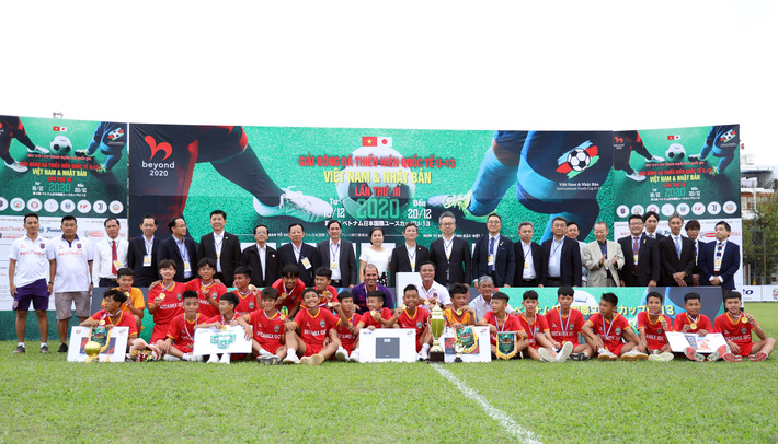 Cựu sao V.League cùng học trò vô địch giải Quốc tế Việt Nam - Nhật Bản - Ảnh 1.