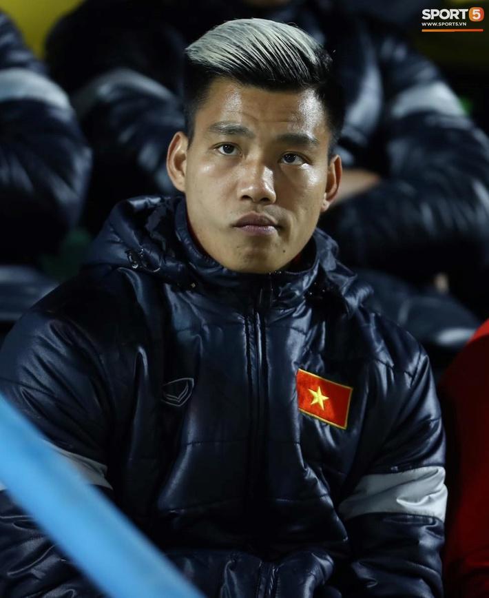 Biểu cảm của team tuyển thủ nổi tiếng khi bị cho ra rìa ở trận tuyển Việt Nam đấu đàn em U22 - Ảnh 11.