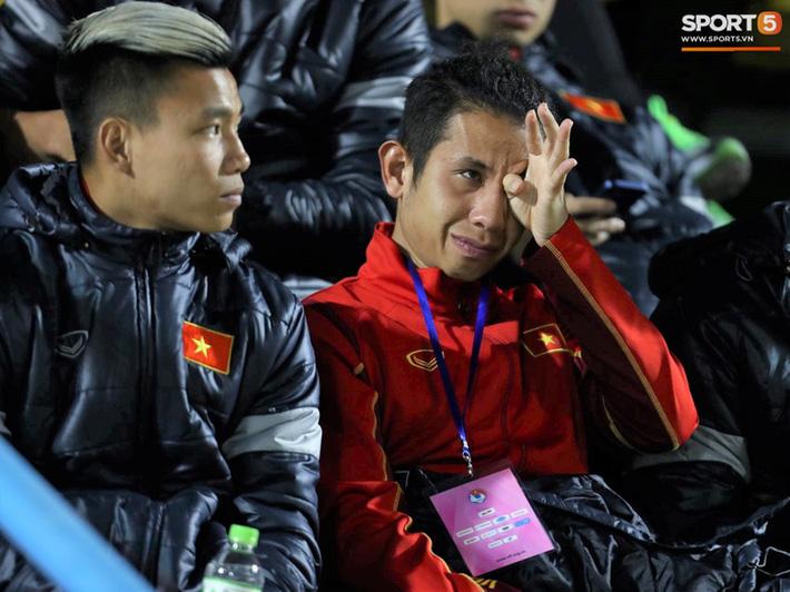 Biểu cảm của team tuyển thủ nổi tiếng khi bị cho ra rìa ở trận tuyển Việt Nam đấu đàn em U22 - Ảnh 12.