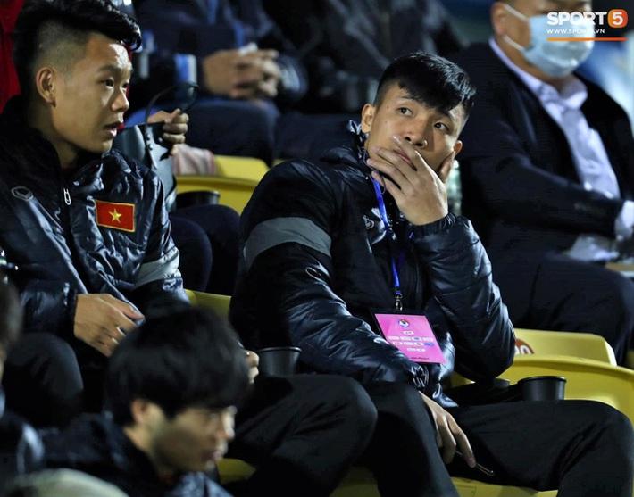 Biểu cảm của team tuyển thủ nổi tiếng khi bị cho ra rìa ở trận tuyển Việt Nam đấu đàn em U22 - Ảnh 6.