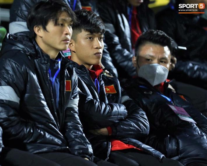 Biểu cảm của team tuyển thủ nổi tiếng khi bị cho ra rìa ở trận tuyển Việt Nam đấu đàn em U22 - Ảnh 8.