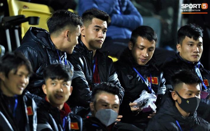 Biểu cảm của team tuyển thủ nổi tiếng khi bị cho ra rìa ở trận tuyển Việt Nam đấu đàn em U22 - Ảnh 9.
