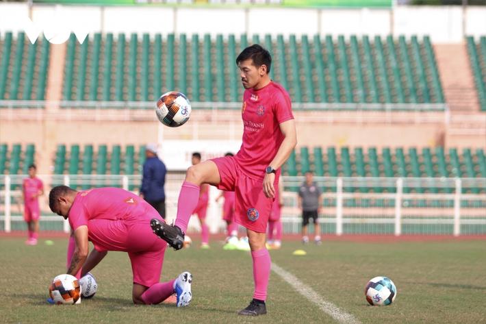Cầu thủ vô địch châu Á giải thích lý do sang Việt Nam chơi bóng - Ảnh 1.