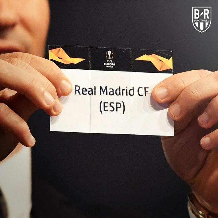 Biếm họa 24h: Mourinho mời gọi Zidane xuống chơi Europa League - Ảnh 2.