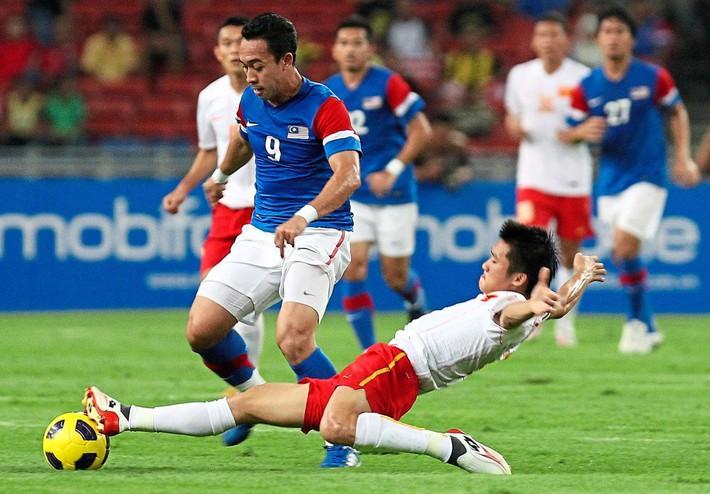 HLV ĐNÁ gợi lại giải đấu gây chấn động, khiến cả ĐTVN & huyền thoại Man United phải ôm hận - Ảnh 1.