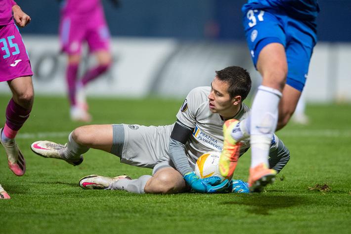 Cứu thua ngoạn mục tại Europa League, Filip Nguyễn thêm một lần khiến thầy Park tiếc nuối - Ảnh 2.